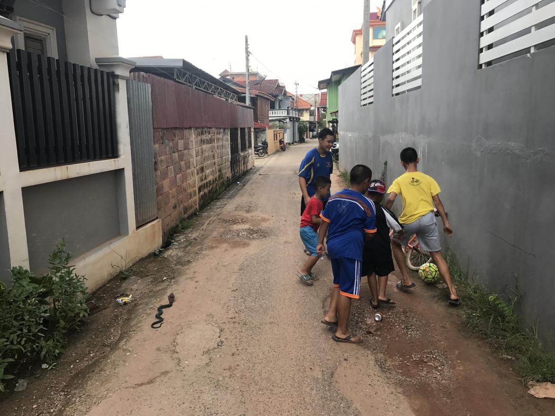 ラオスのサッカー少年たち